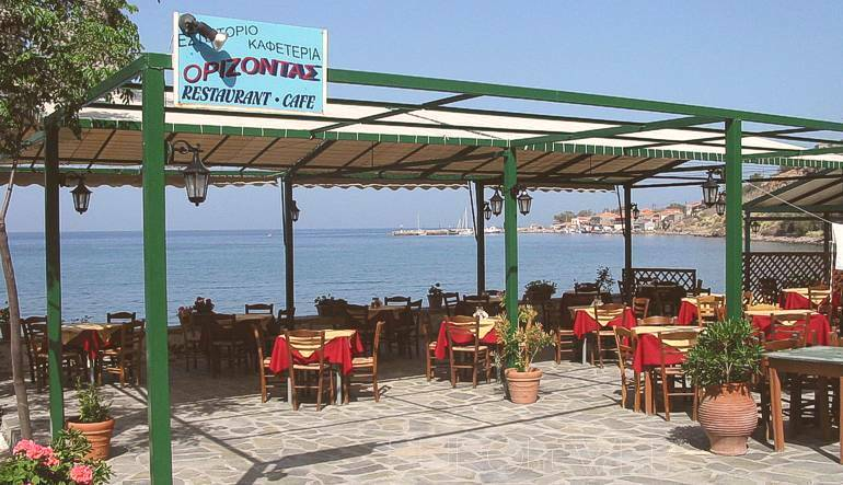 Orizontas Cafe - Restaurant of Molivos (Molyvos) beach right in the heart of Molivos :: Lesvos island, Greece
